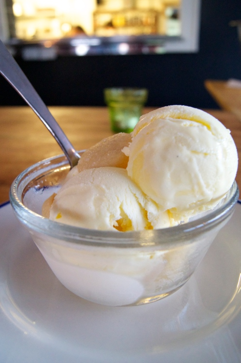 lemon curd ice cream with shortbread cookies
