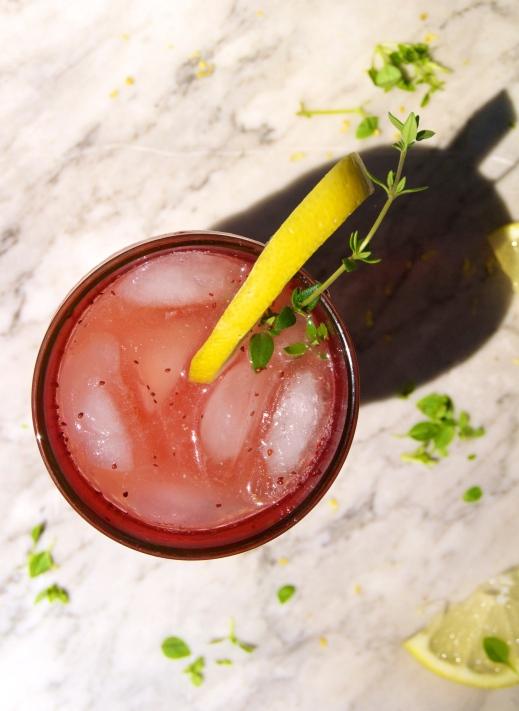 strawberry-thyme lemonade drinky