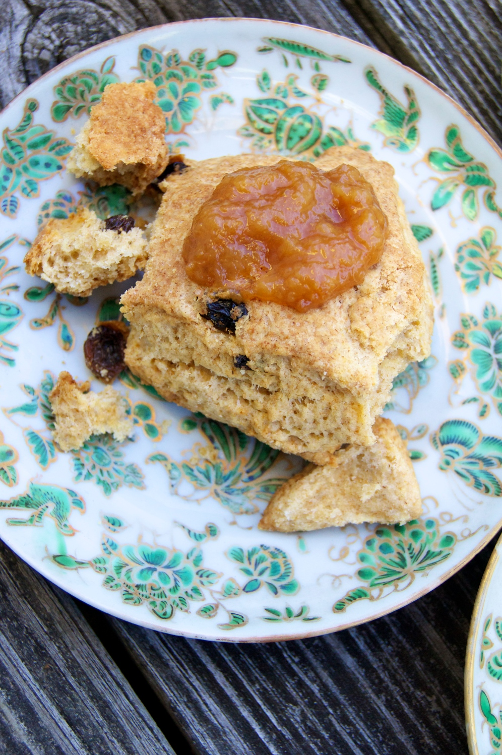 ginger golden raisin scone